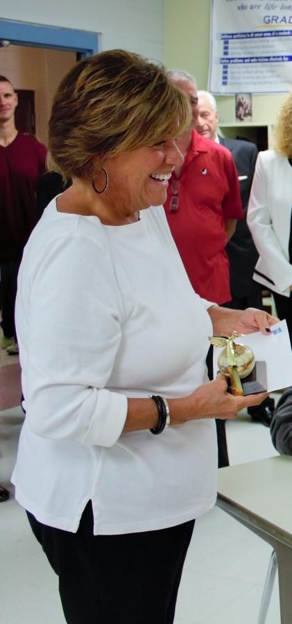 Mrs. Fishback Wins Golden Apple Award